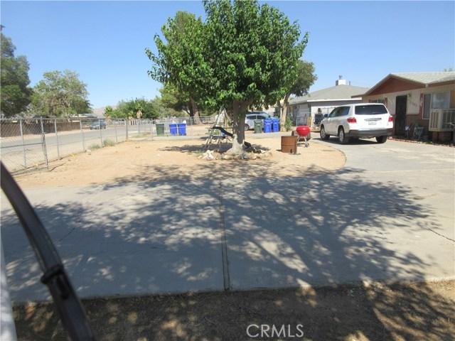 21895 Cherokee Avenue, Apple Valley CA: http://media.crmls.org/medias/19bf7882-c55c-417d-83a7-77f811b78acc.jpg