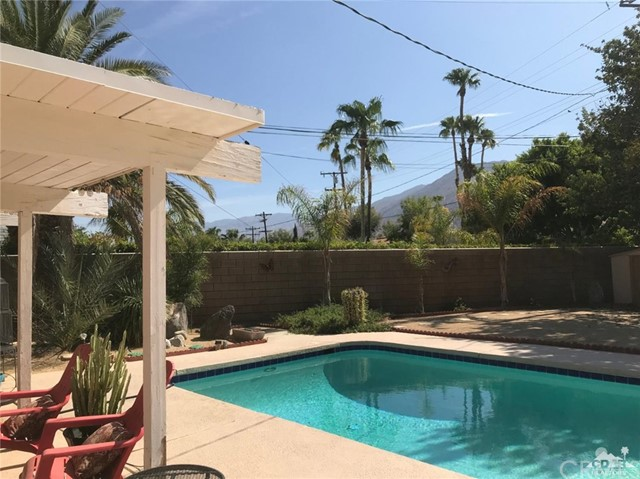 321 Desert Willow Circle, Palm Springs CA: http://media.crmls.org/medias/1a2cfaf4-17bc-40e3-8b1f-c5a70040c918.jpg