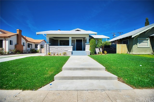 Single Family Home for Sale at 2045 35th Place W Los Angeles, California 90018 United States