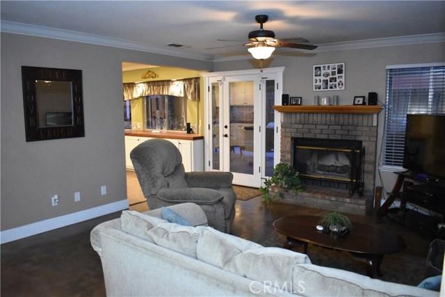 2655 Whittier Avenue, Clovis CA: http://media.crmls.org/medias/1a8ccf51-2a19-46a4-9195-079ce7a387e5.jpg