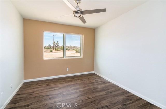 57330 Old Haggard Road, Yucca Valley CA: http://media.crmls.org/medias/1a8e3344-9f19-4930-a5cc-89f0f6978278.jpg
