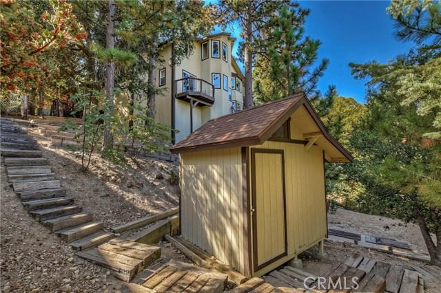 283 Fairway Drive, Lake Arrowhead CA: http://media.crmls.org/medias/1a92c910-e4bd-405d-8fe0-9a9018114b57.jpg