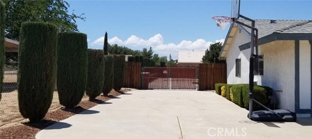 11170 Redwood Avenue, Hesperia CA: http://media.crmls.org/medias/1a9330d2-3e02-40e9-b708-1a92bb73d61f.jpg