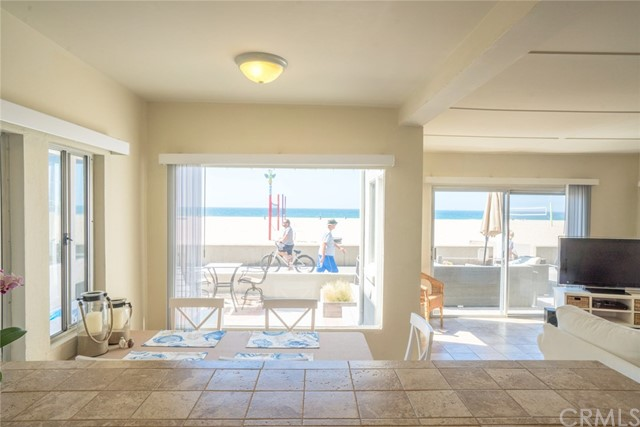Additional photo for property listing at 1614 The Strand  Hermosa Beach, California,90254 United States