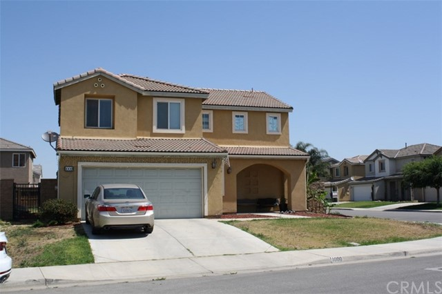 Single Family Home for Sale at 1000 Los Cantos Avenue Arvin, California 93203 United States