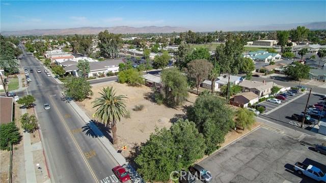 920 E Latham Avenue, Hemet CA: http://media.crmls.org/medias/1acae7a8-2e64-4a84-a569-3d2aa2cadce1.jpg