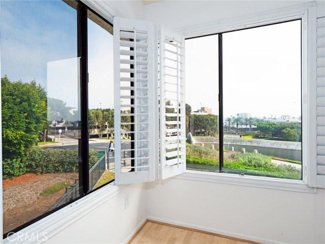 280 Cagney Lane, Newport Beach CA: http://media.crmls.org/medias/1aeb6ce9-49ee-48ff-8401-25c6b2b3ff36.jpg