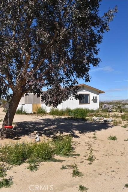56855 Reche Road, Landers CA: http://media.crmls.org/medias/1b1a446f-5d2d-4e4f-88cb-73f5642f2245.jpg