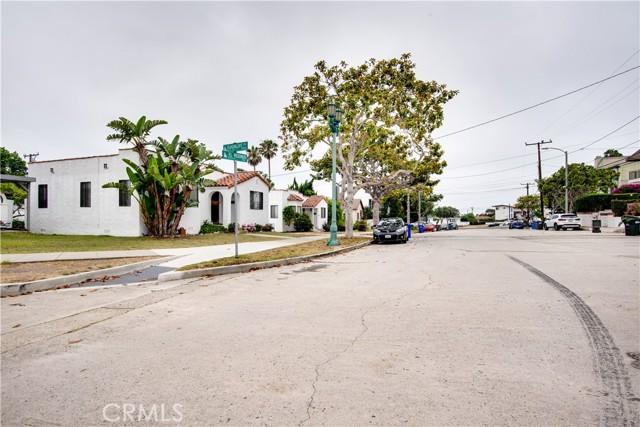 703 -705 El Redondo Avenue, Redondo Beach CA: http://media.crmls.org/medias/1b3bdd19-418b-4fc0-b304-c8e99ca7d0f1.jpg