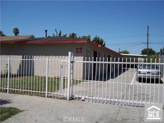 9721 Grape Street, Los Angeles CA: http://media.crmls.org/medias/1b7227f6-8333-403e-9094-f4cb0d95d9db.jpg