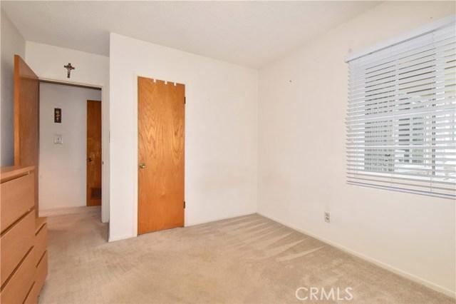6209 Hungerford Street, Lakewood CA: http://media.crmls.org/medias/1b7a774e-bec8-48e0-a1e5-eed6d2e68ee6.jpg