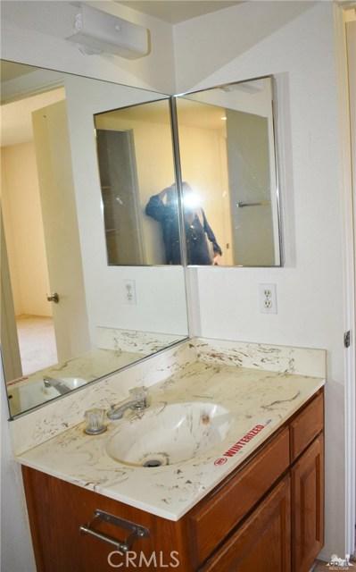 76917 New York Avenue, Palm Desert CA: http://media.crmls.org/medias/1b83b64f-0697-443a-ade4-cc1b991263c7.jpg