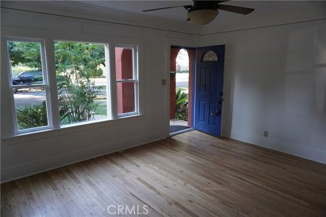 422 N 8th Avenue, Upland CA: http://media.crmls.org/medias/1b94b512-8c3d-415b-8a9b-e9257991e6ee.jpg