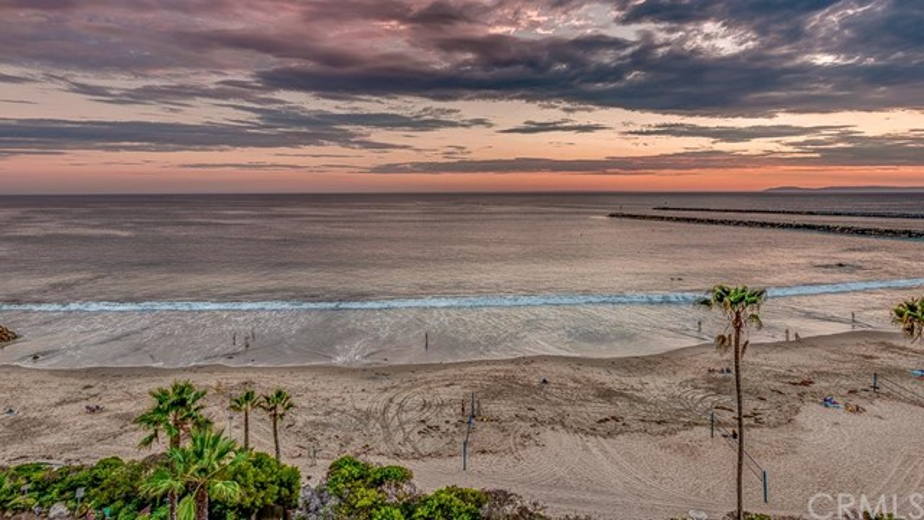 Single Family Home for Sale at 3235 Ocean St Corona Del Mar, California 92625 United States