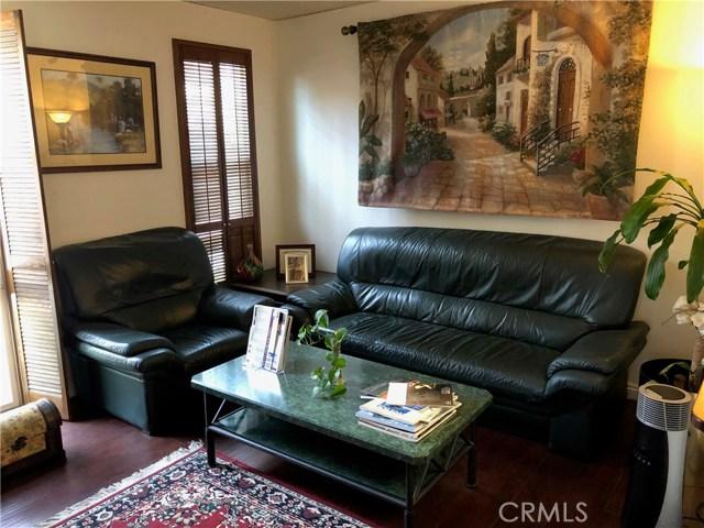 444 W 10th Street, Santa Ana CA: http://media.crmls.org/medias/1bad7843-1575-468a-ba36-03513552da38.jpg
