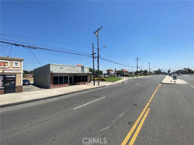 16826 Foothill Boulevard, Fontana CA: http://media.crmls.org/medias/1bc6cd51-511f-43d3-8bb4-dd8b79f728ea.jpg