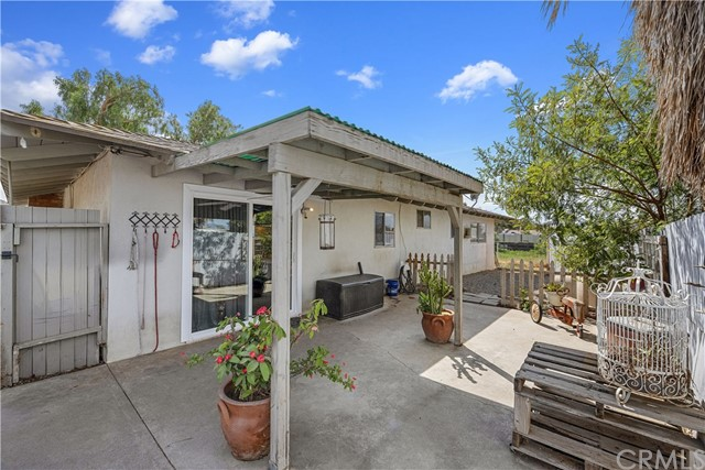 607 6th Street, Norco CA: http://media.crmls.org/medias/1bd02024-4e98-4f18-97d1-707d8dfd56b3.jpg