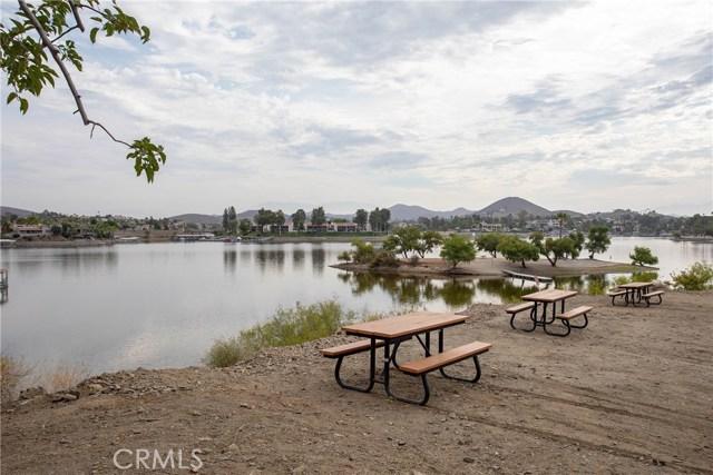 21815 Strawberry Lane, Canyon Lake CA: http://media.crmls.org/medias/1be25ac1-ecf6-416a-978e-18bf0955582a.jpg