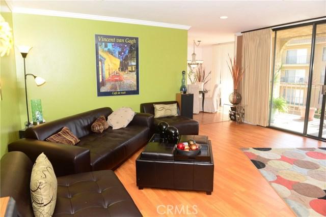 3511 Elm Avenue, Long Beach CA: http://media.crmls.org/medias/1be83f37-4a22-42b8-8ed5-ecd21f65d94d.jpg