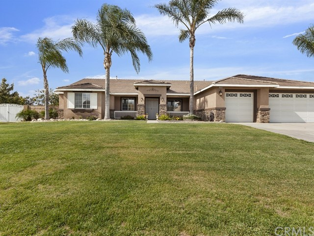 10169 Woodbridge Lane, Riverside CA: http://media.crmls.org/medias/1bea7185-05be-4358-9c7d-d95f12653ba3.jpg