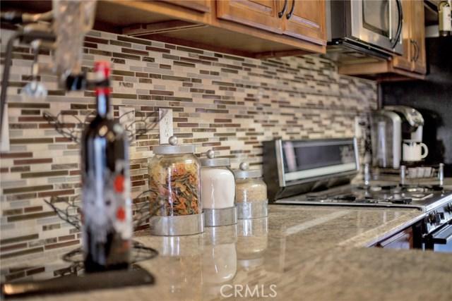 14124 Kiowa Road, Apple Valley CA: http://media.crmls.org/medias/1bf0272d-4f35-4c84-8470-eb17f2004108.jpg