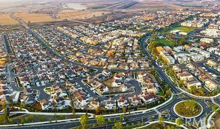 116 Spectacle, Irvine CA: http://media.crmls.org/medias/1c11b6c2-0e87-45b7-b003-5f70200a1bb8.jpg