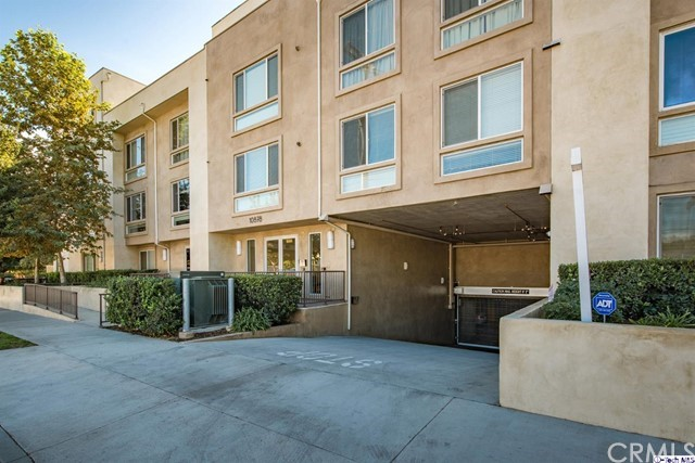 10878 Bloomfield Street Unit 104 Toluca Lake, CA 91602 - MLS #: 317006939