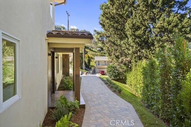 14811 Jadestone Drive, Sherman Oaks CA: http://media.crmls.org/medias/1c210b51-116f-4d33-844e-6d3854bcc651.jpg