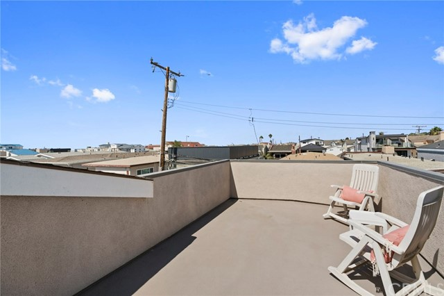 Photo of  Newport Beach, CA 92663 MLS NP17232055