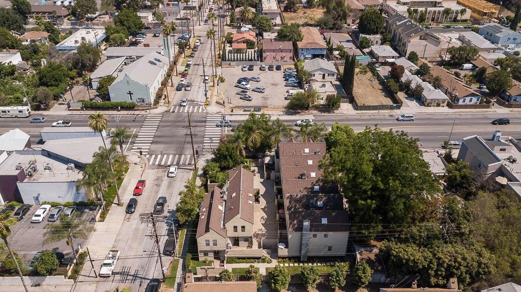 14256 Victory Boulevard, Van Nuys CA: http://media.crmls.org/medias/1c28df2d-6cbf-491b-b4af-4a0702aa31b4.jpg