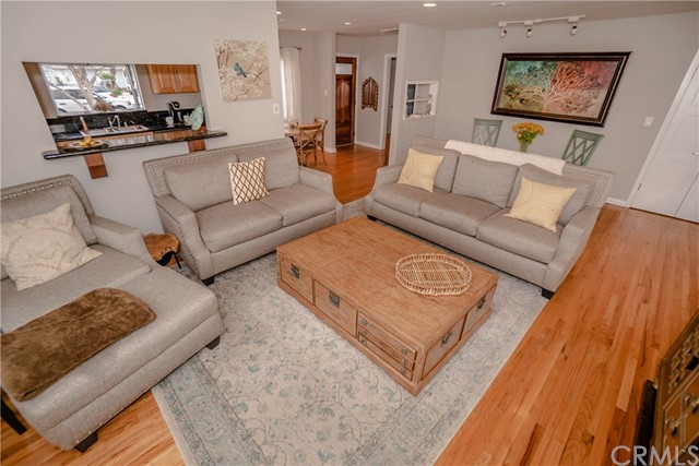 5231 Norwich Avenue, Sherman Oaks CA: http://media.crmls.org/medias/1c3516f3-0fc1-4821-acb4-b6aa6dc815fe.jpg