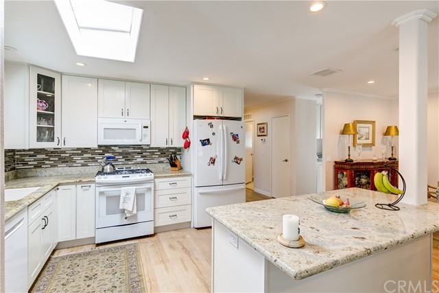 279 Cambridge Way, Newport Beach CA: http://media.crmls.org/medias/1c49a2de-510c-4ccc-80f4-a01b464f5e68.jpg