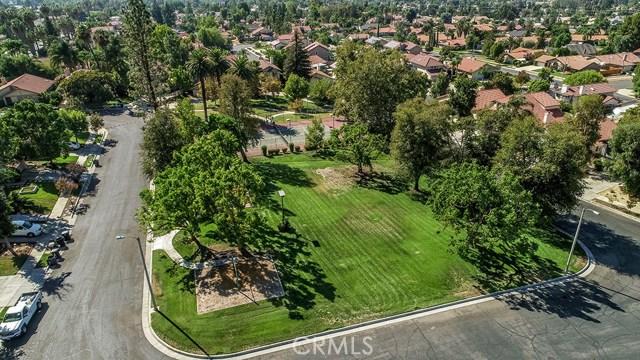 122 Orange Park, Redlands CA: http://media.crmls.org/medias/1c4b5375-144c-41af-859c-355a59441d78.jpg