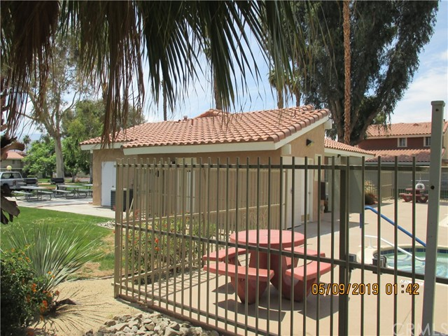 412 Tava Lane, Palm Desert CA: http://media.crmls.org/medias/1c9b0bb9-f859-48b9-8413-f71df919281a.jpg