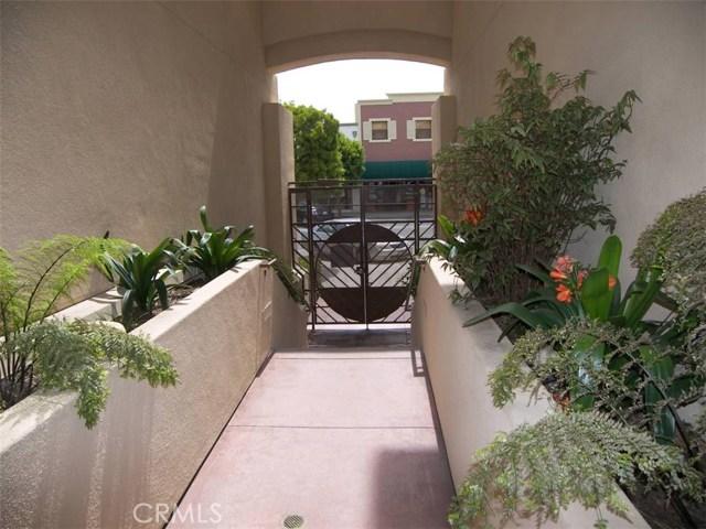 1301 Cabrillo Avenue, Torrance CA: http://media.crmls.org/medias/1cb7cfd5-305d-4f6a-8f33-6d213f20499c.jpg