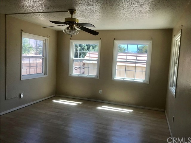 215 S Vernon S Avenue, San Jacinto CA: http://media.crmls.org/medias/1ce8bfee-6341-4a45-87db-216897f251a4.jpg