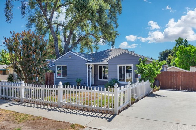 Detail Gallery Image 1 of 22 For 210 Mariposa Ave, Sierra Madre, CA 91024 - 4 Beds   3 Baths