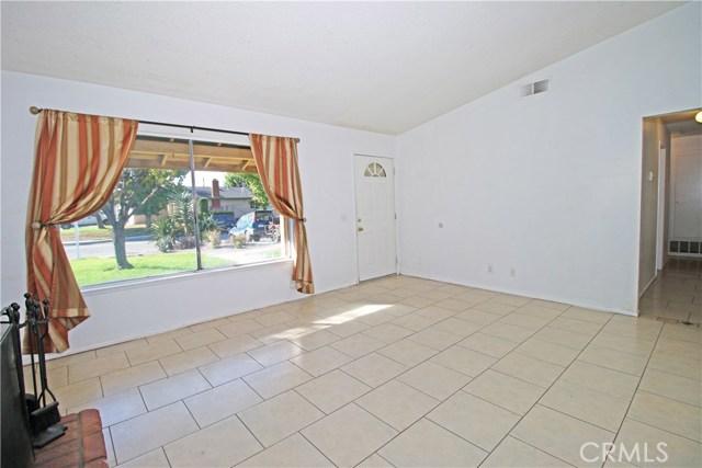 4905 Lakewood Drive, San Bernardino CA: http://media.crmls.org/medias/1cf27f7b-1545-4eec-b407-7fda47181ae7.jpg