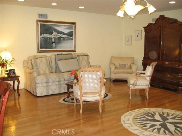 5027 Hayvenhurst Avenue, Encino CA: http://media.crmls.org/medias/1d165490-48bf-40cf-964b-7d4a19e720d5.jpg