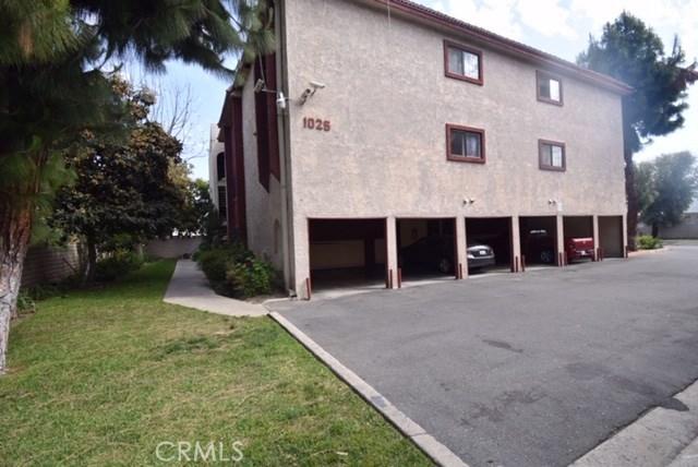 1025 Bishop Street, Santa Ana CA: http://media.crmls.org/medias/1d1c4539-6381-4923-bcba-808671446399.jpg