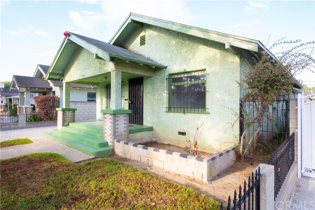 1433 Warren Avenue, Long Beach CA: http://media.crmls.org/medias/1d1e34f2-ab0e-4db0-b206-b608917cd152.jpg