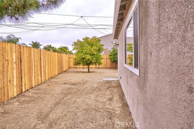 942 Front Street, Perris CA: http://media.crmls.org/medias/1d1f7cc0-3eb1-49b5-b847-53857fb8f088.jpg