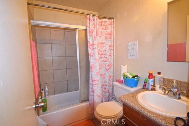 1025 Bishop Street, Santa Ana CA: http://media.crmls.org/medias/1d5c336d-502c-418c-8ad2-d4b1809fe22d.jpg