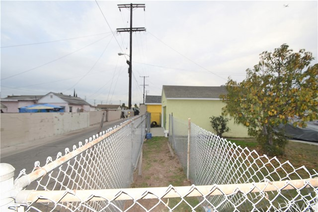 8702 Holmes Av, Los Angeles, CA 90002 Photo 27