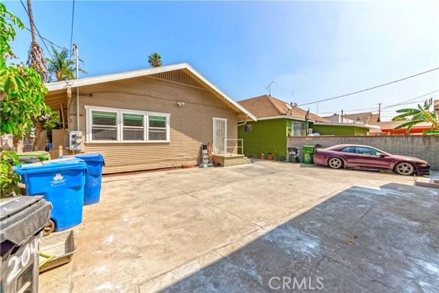 2040 W 31st Street, Los Angeles CA: http://media.crmls.org/medias/1d6d6a29-ee59-42a0-b495-0ad2d6230e17.jpg