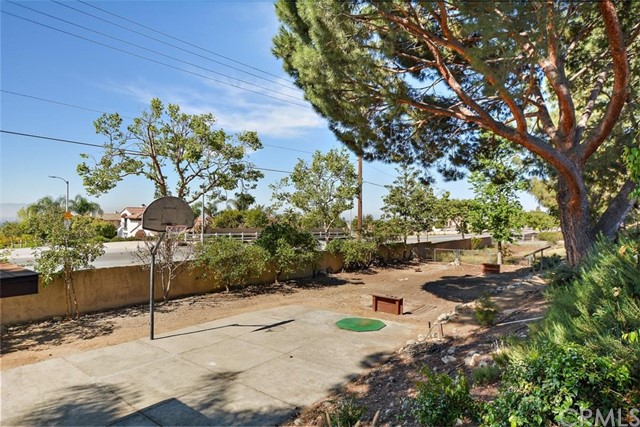 10425 Poplar Street, Rancho Cucamonga CA: http://media.crmls.org/medias/1d75bda3-cf9b-4d8e-ae36-b3c69a881080.jpg