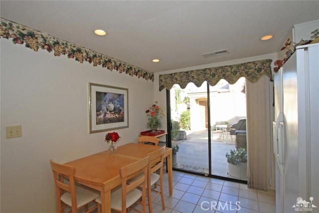 76235 Poppy Lane, Palm Desert CA: http://media.crmls.org/medias/1d9a06c1-80f8-4de5-8152-9ddb6c55f4dc.jpg