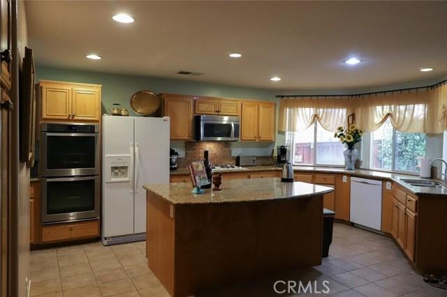 2563 Gilbert Avenue, Corona CA: http://media.crmls.org/medias/1da034f5-561b-4355-b33c-c59ff1a92857.jpg
