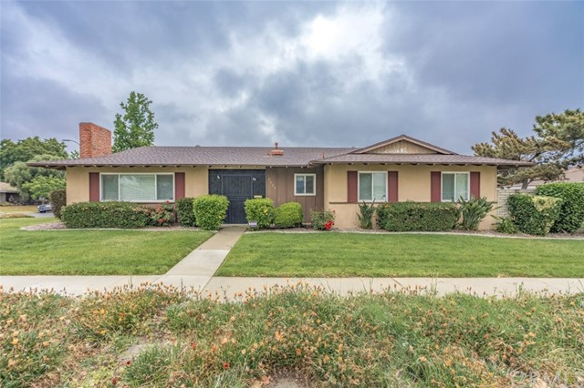 7533 Leucite Avenue, Rancho Cucamonga CA: http://media.crmls.org/medias/1da11eee-35db-4224-847e-5a0a2d5ad109.jpg