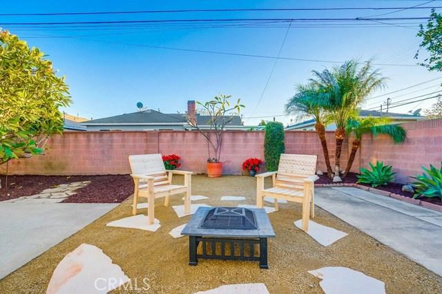 10412 Hopland Street, Bellflower CA: http://media.crmls.org/medias/1da371ce-80c7-4627-8f8f-3b54fd9c57f6.jpg